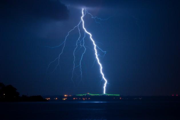 シンプルな雷